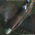 A2A Spitfire. Ülekuumenenud mootori avariiklapist aurustub jahutusvedelik. Kui mootori välja lülitamisega venitada, siis see süttib.